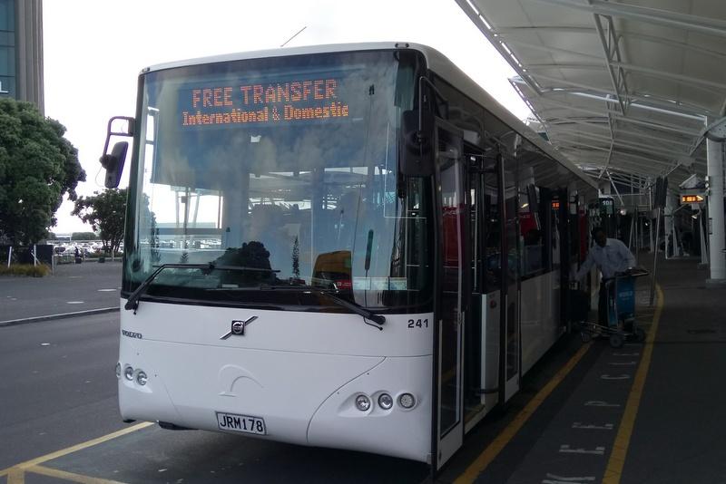 オークランド空港 ターミナル間無料連絡バス 5