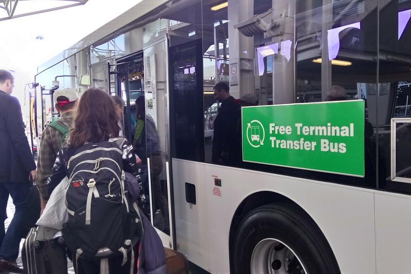 オークランド空港 ターミナル間無料連絡バス 14