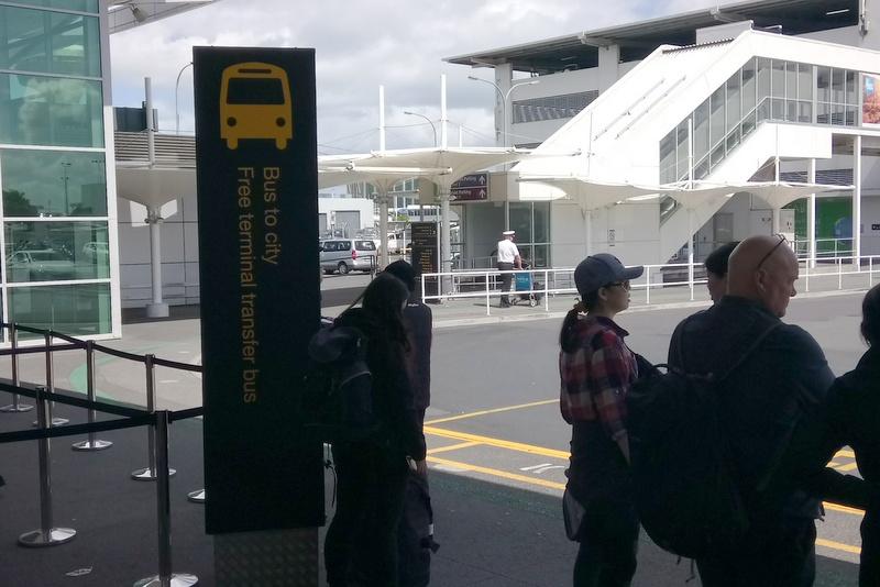 オークランド空港 ターミナル間無料連絡バス 21