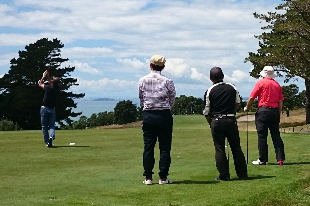 ニュージーランド ゴルフ 服装
