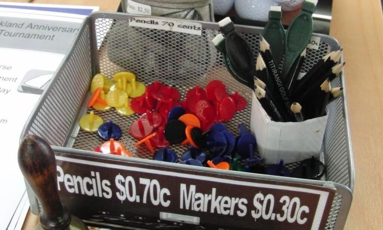 鉛筆やマーカーは有料