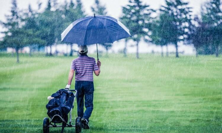 急に降り出す雨に備える
